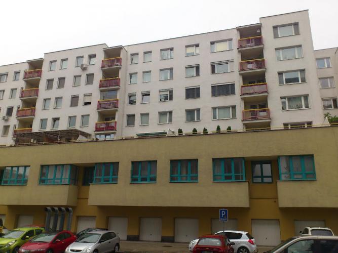 Reality Prenájom 4 izboveho bytu v Ružinove na Mraziarenskej ul. od 1.1.2018