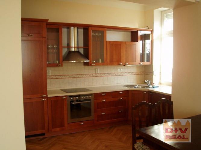 Reality 2-izbový priestranný štýlovy byt na ul. Palisády, Ba I, Staré mesto, zariadený, na prenájom
