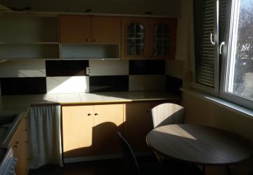 Reality Prenájom pekný veľký 3 iz byt, loggia, nepriechodne izby, 430 EUR