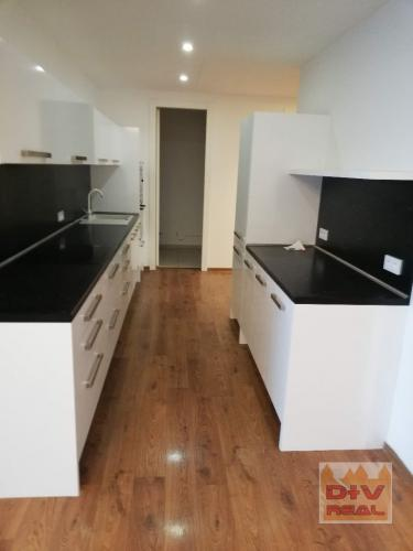Reality Predaj: 4 izbový byt, Dvořákovo nábrežie, River Park, priestranný, dve kúpeľne, terasa, 2 ga