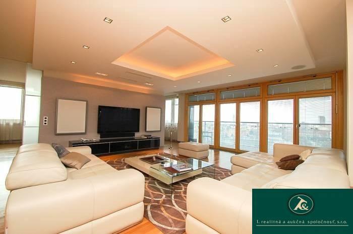 Reality ROZADOL - predaj nadštandardného 3 - izb. bytu, 138 m2, 2 park. státia