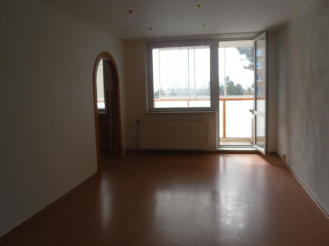 Reality Pekný 3 izbový byt so zasklennou loggiou, PRAŹSKÝ TYP