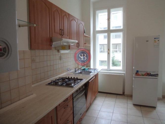Reality StarBrokers – Prenájom štýlového 3-izbového bytu s vysokými stropmi na Grösslingovej