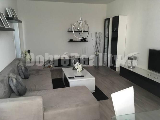 Reality Luxusný 3-izbový byt - Topoľčany, Juh