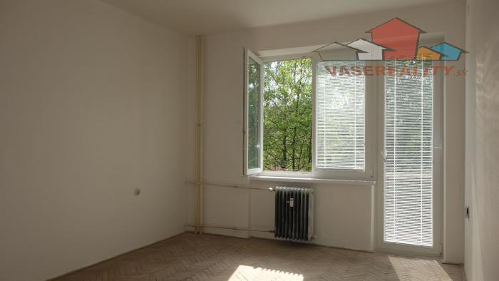 Reality 2 izbový byt v Trenčíne,  Beckovská ulica, 53 m2 + balkón