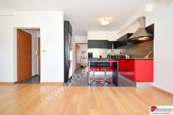 Reality REB.sk: pekný 3 izbový byt, dva balkóny, parking, novostavba RAJKA