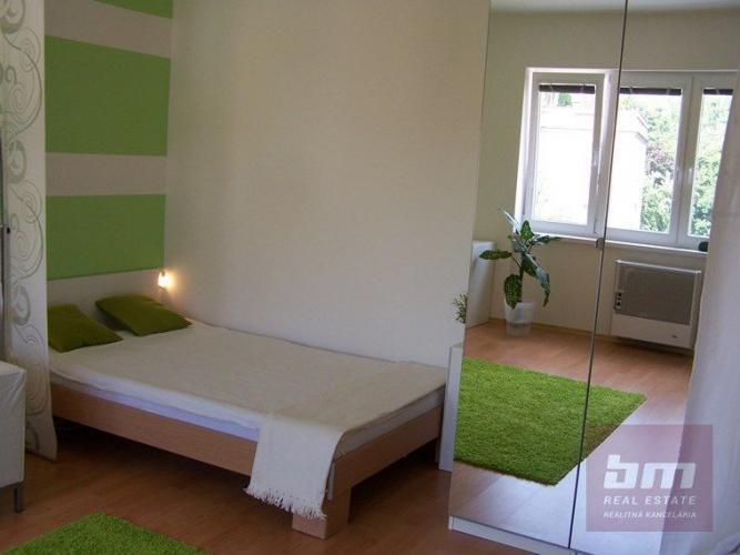 Reality 1 izb. byt na Miletičovej ul. Ružinov, 3/3 posch. tehla, lodžia