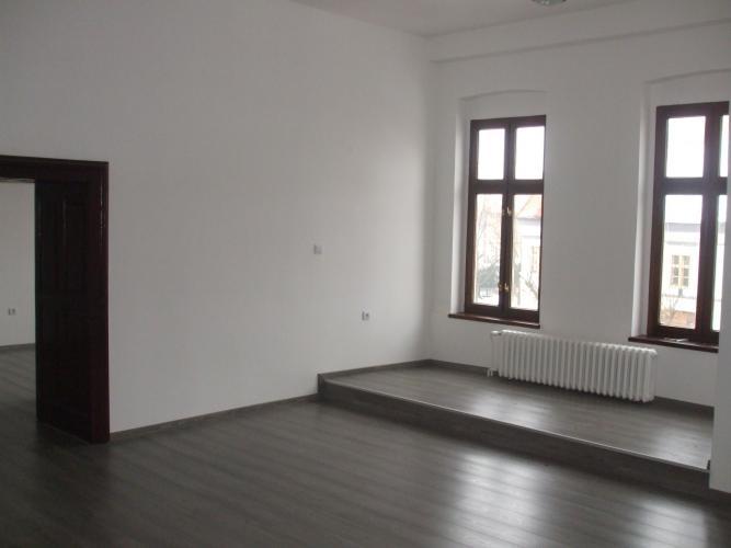Reality BONIT REAL - Prenájom 2i bytu v centre mesta Pezinok, vhodného aj na podnikanie (kancelárie).