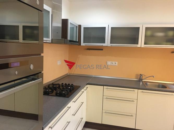 Reality Na prenájom kompletne zariadená 3 izbový byt v Dúbravke