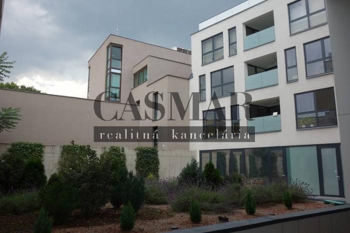 Reality CASMAR - RK *** Ponúka na prenájom 2iz byt 75 m2 v Centre mesta !!!
