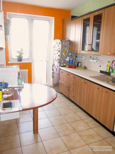 Reality Predám priestranný 3 izbový byt na Prešovskej ulici v tehlovom dome na 4 poschodí po kompletnej