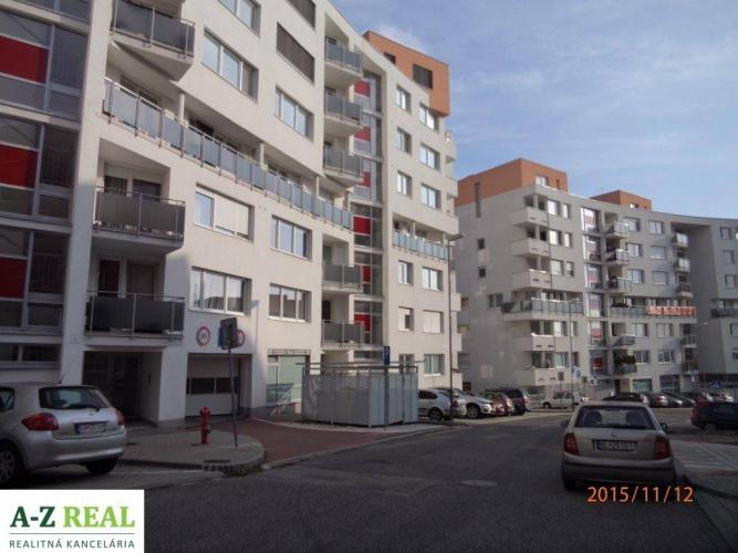 Reality Prenájom nového 3 izb. bytu s garážou, Dlhé Diely, Kresánkova ulica.