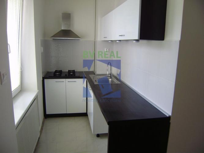 Reality BV REAL Na predaj 3 izbový byt, 70 m2, Prievidza, 78042