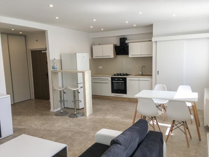 Reality Pallas  Prenájom luxusného 2-izb. bytu v centre s 2 x loggiou
