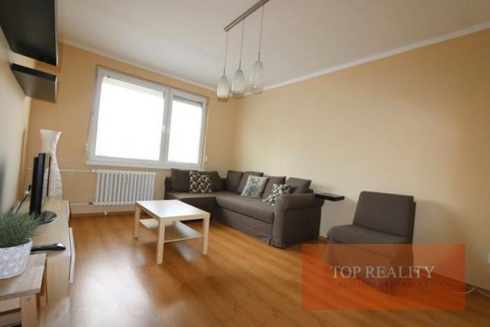 Reality Zariadený zrekonštruovaný 2 izbový byt 56 m2, 1.posch., Galanta, Clementisove Sady 450 €. Voľ