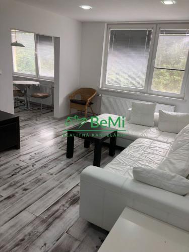 Reality NR Chrenová- prenájom kompletne zrekonštruovaného 2- izbového bytu