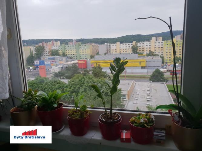 Reality RK Byty Bratislava ponúka na predaj svetlý útulný 2 izbový byt, ul. Nejedlého, Bratislava IV