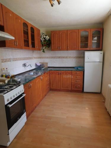 Reality Na predaj 2 izbový tehlový byt s balkónom v Strážskom
