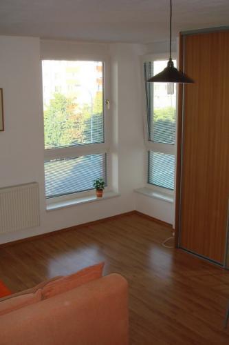 Reality COLLDEEDs rental – prenájom pekného slnečného zariadeného 1 izb. bytu, Uzbecká ul., Podunajs