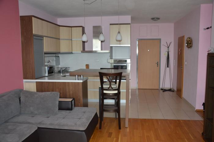 Reality COLLDEEDs rental – prenájom 2 izb. bytu v novostavbe s garáž. státím a priestrannou pivnicou