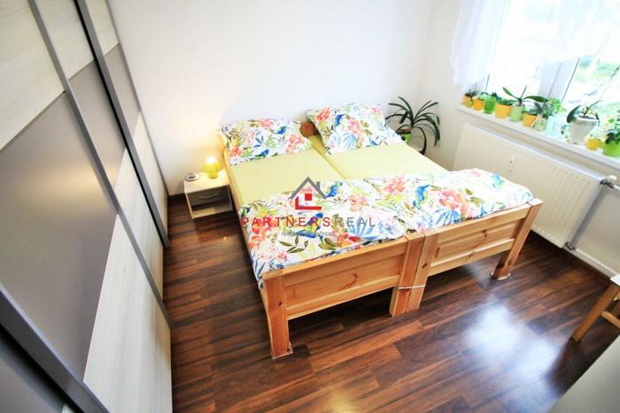 Reality Veľmi pekný 2-izbový byt / 53m2 s loggiou / krásny panoramatický výhľad / ul. Obrancov mieru