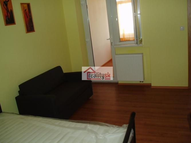 Reality COLLDEEDs rental – prenájom novej garsónky v centre mesta, oproti Hotela Tatra, Nám. 1. Mája,
