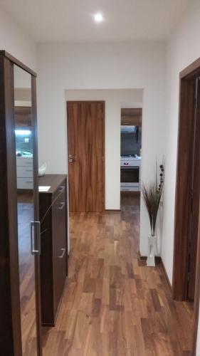 Reality COLLDEEDs rental – prenájom kompletne zrekonštr. 3. izb. bytu s loggiou na Podzáhradnej ulici,