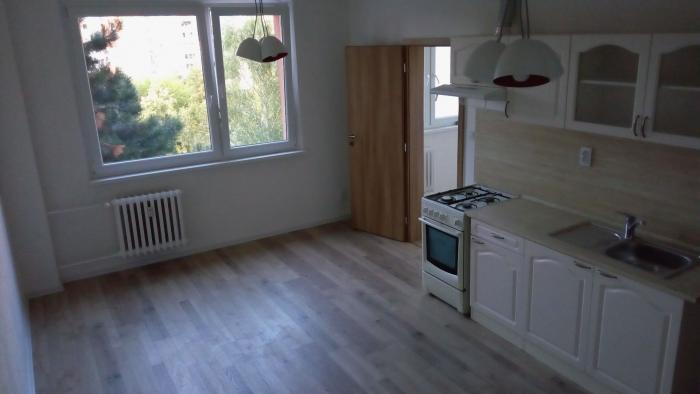 Reality COLLDEEDs rental – prenájom kompletne zrekonštr. čiastočne zariadeného 2 izb. bytu pod lesom,