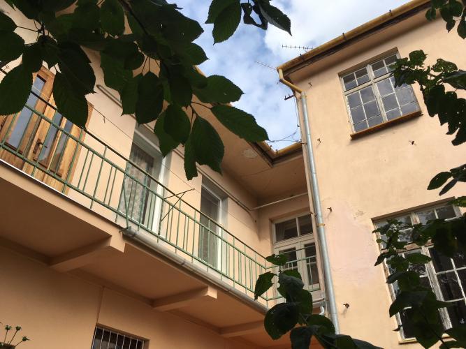 Reality PREDAJ 2 a 3-izb. bytu s 1/2 podkrovím, suterénu aj záhrady v blízkom centre