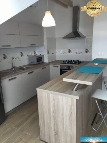 Reality 3 izbový podkrovný byt v novostavbe Dona Sandtnera 550,- eur