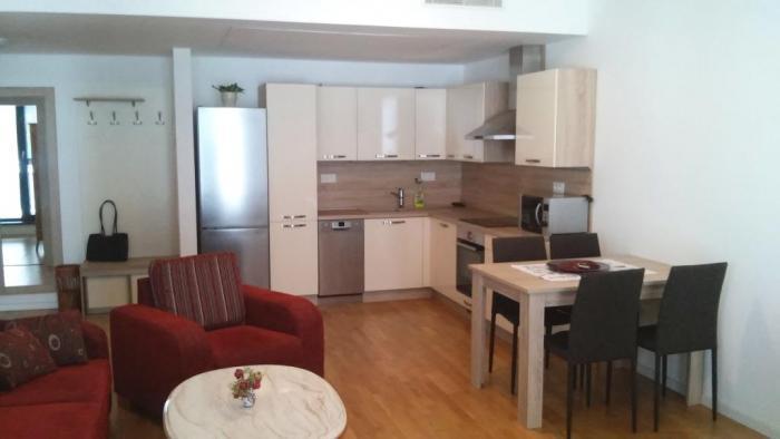 Reality Kompl. zariadený 2 izb. byt v novostavbe na Kolibe, Zlatá noha, parkovanie a energie v cene