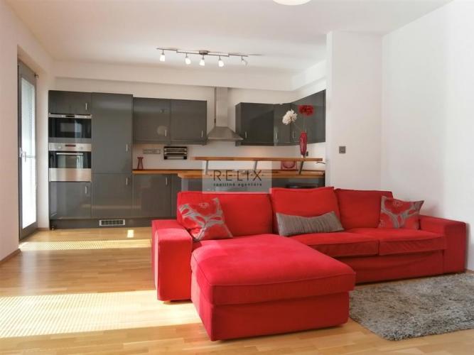 Reality Vinohradis: Na prenájom svetlý a kompletne vybavený 3 - i byt so záhradkou, garážou a pivnicou
