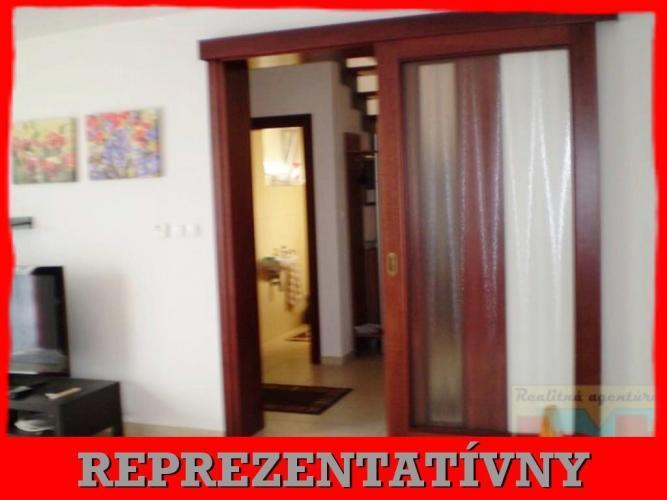 Reality BVT Real: Na prenájom nadštandartný 3 izb mezonetový byt v RD, komplet zariadený, energie a int