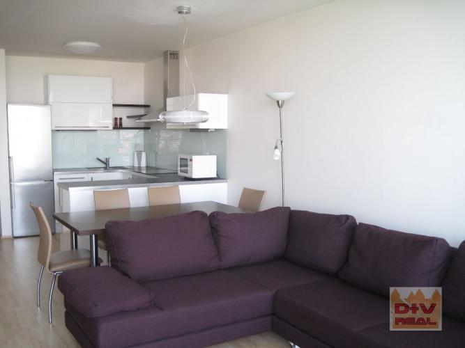 Reality Predaj: 3 izbový byt, Bajkalská ulica, III Veže, Nové Mesto, Bratislava III, loggia, parkovacie