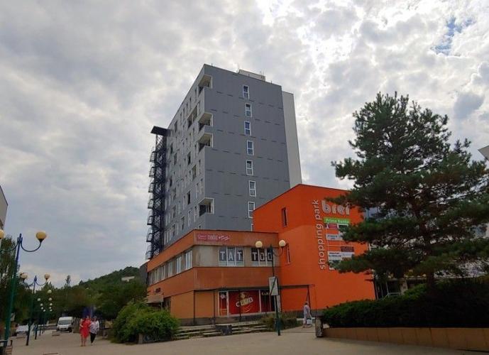 Reality Ponúkame nadštandardný 1 izbový byt, v centre Považskej Bystrice, 36m2.