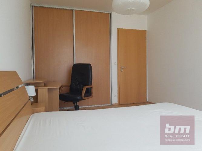 Reality 3 izb. byt na Bajkalskej ul. Tri veže, 20/24 posch. balkón