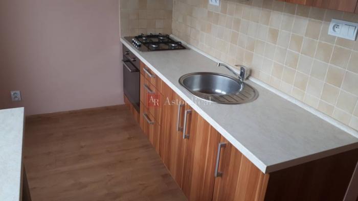 Reality Predaj 3-izbový byt Poprad-nový juh, s balkónom, komplet rekonštrukcia