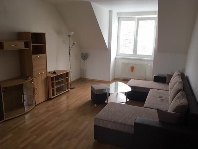 Reality Pallas  Prenájom 4-izbového bytu s teraskou s výhľadom na park