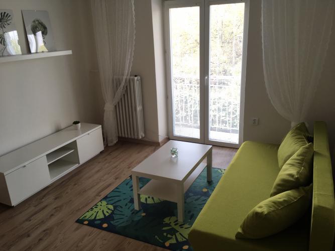 Reality Pallas  Prenájom vkusného bytu s franc. balkónom v centre