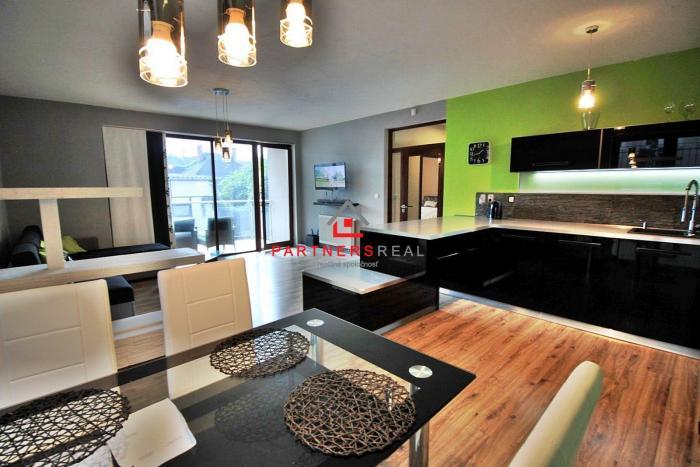 Reality KRÁSNY moderný 2-izb byt (82m2 + terasa) + PRIVAT PARKING / Thurzova ul. / CENTRUM