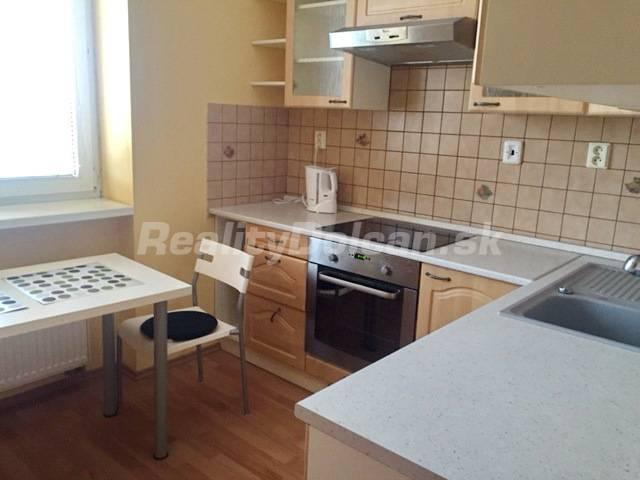 Reality NA PRENÁJOM komplene zariadený 1 izbový byt s garážovým státím , Nitra