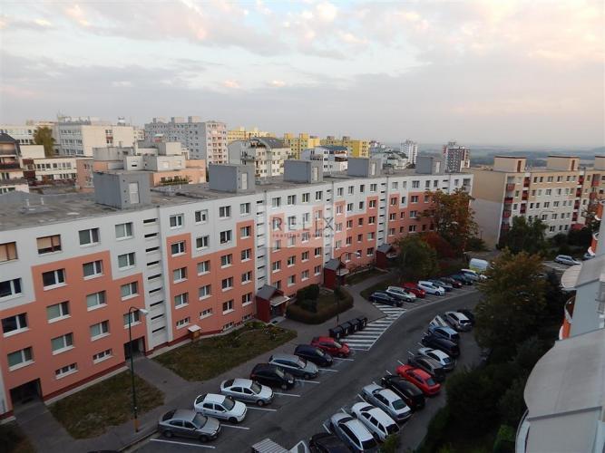 Reality Dlhé Diely - Hlaváčikova: Na prenájom zariadený 3 – i byt s loggiou pod lesom