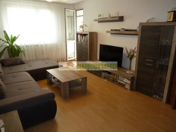 Reality Cena : 93 000 eur- predaj 4 izbový byt  v 4. poschodovej bytovke na Dunajskej ulici v Šamoríne.