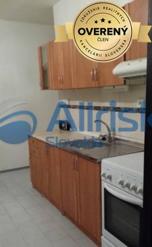Reality Na predaj 3 izbový byt v Seredi