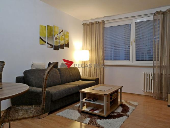 Reality Ponúka na predaj 2 izbový byt v tichej časti Bratislavy, v mestskej časti Vrakuňa na Bebravskej