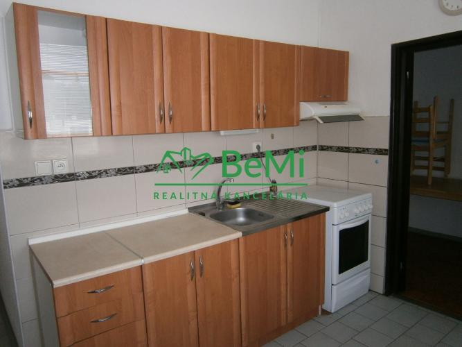 Reality Predáme priestranný 3 izbový byt s balkónom - Sereď (115-113-MOS)