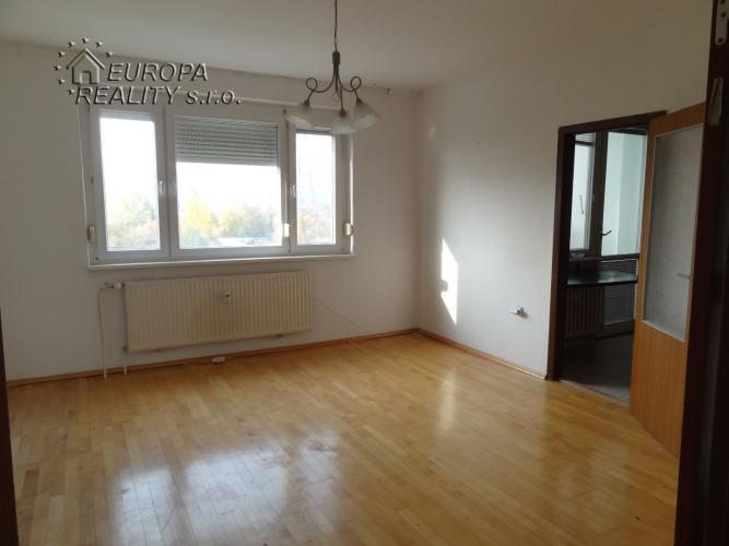 Reality Predaj 2 izb priestranný byt s loggiou BA Rača