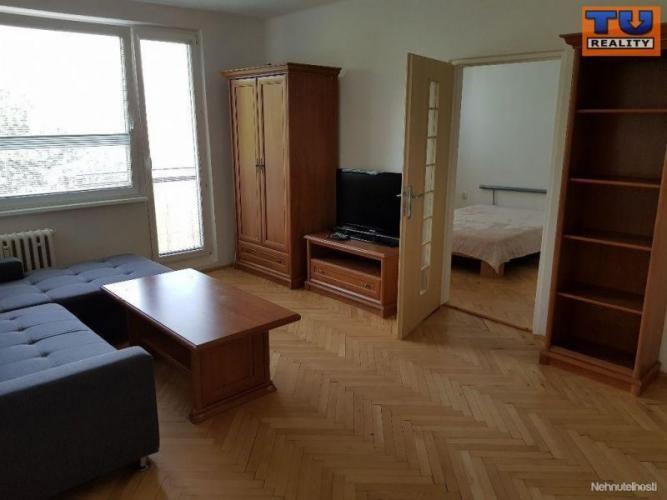 Reality Predaj slnečný 3 izbový byt /70 m2/ v centre Nitry, čiastočná rekonštrukcia, 2 balkóny, CENA