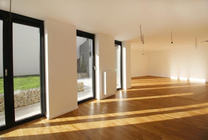 Reality 3-izb.byt s terasou a záhradou vo viladome na začiatku Koliby-SKOLAUDOVANÉ