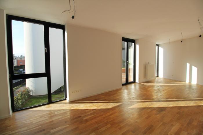 Reality Prenájom 3-izb.bytu s balk.,terasou a záhradou v modernom viladome na Kolibe,SKOLAUDOVANÉ